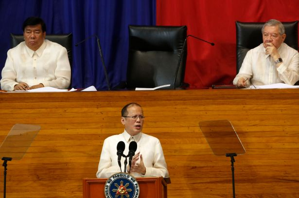 President Benigno Simeon Aquino III delivers his 4th State of the Nation Address (SONA) on the opening of the 16th Congress at the Batasang Pambansa, Monday July 22, 2013. In the photo are Senate President Franklin Drilon and House Speaker Feliciano Belmonte, Jr. (Photo courtesy by: http://ph.news.yahoo.com).