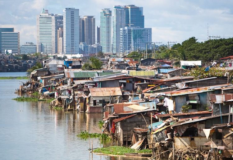 Informal settlers around Manila. Not part of the economic growth that the Philippines is now attaining. (Photo courtesy of: http://definitelyfilipino.com/)